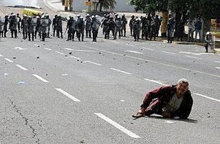Coup-protest-soldiers-honduras